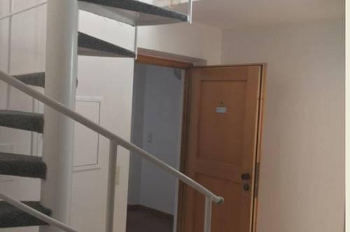 Sanierte 2-Zimmer Dachterrassen-Maisonettenwohnung in der Haller Altstadt zur Vermietung!