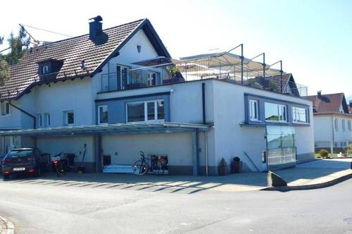 Sehr gepflegte Doppelhaus-Hälfte mit Büro-Anbau in attraktiver Wohngegend