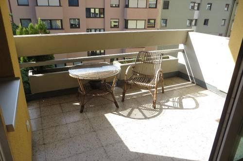 IBK-Dreiheiligen: Geräumige, sonnige 3-4 Zimmer WG-Wohnung für Studenten mit Südloggia, Keller und TGAAP!