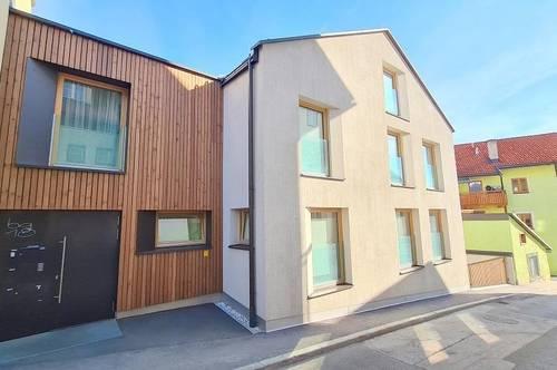 Dachgeschossmaisonette mit Terrasse und 2 Tiefgaragenplätzen