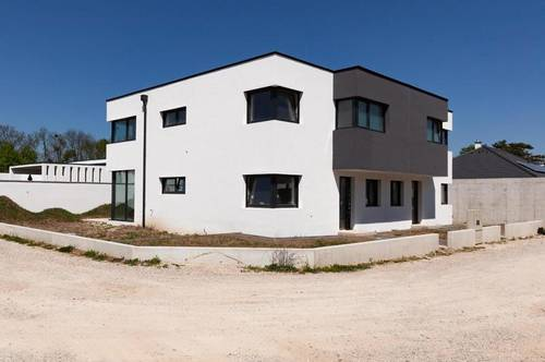Moderne Doppelhaushälfte in Blumau-Neurißhof