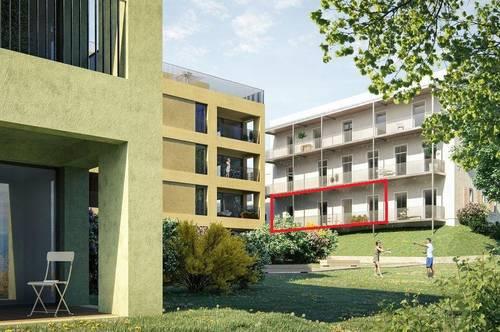 PROVISIONSFREI & ERSTBEZUG: 3-Zimmer-Wohnung im sanierten Altbau, mit Balkon. 3 Minuten zum Traunsee! (A.01)