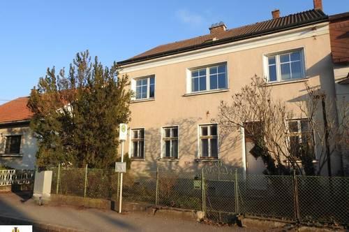 Sanierungsbedürftiges und dennoch charmantes und großzügiges Landhaus mit Garten, in Wullersdorf - Nähe Hollabrunn!