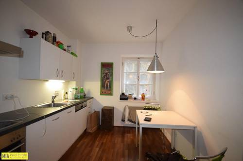 """RECHTE ALTSTADT - Modernes 1,5 Zimmer Apartment mit Charme"""