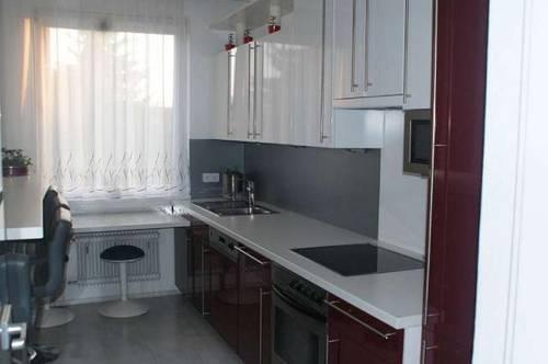 Sehr helle 3 Zimmer Wohnung mit Balkon