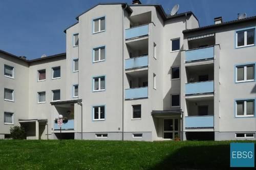 Gut angelegte EG-Wohnung mit Loggia