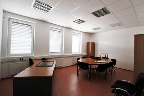 Nähe Stockerau - Hausleiten: Büro mit großem Lagertrakt - fertig zum EInzug!