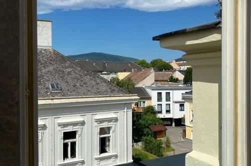 Zentrale Altbau-Dachgeschosswohnung, klimatisiert, 3 Zimmer, Poolnutzung möglich