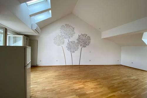 Klimatisierte Altbau-Dachgeschosswohnung im Zentrum von Baden
