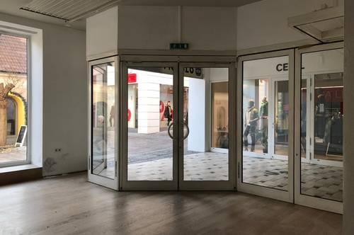 Geschäftsfläche mit großer Auslage im Zentrum von Hartberg