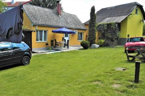 Zwei kleine Häuser auf 2 Parzellen!