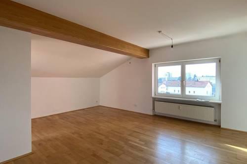 Dachgeschoss-Wohnung mit Terrasse und 2 Autoabstellplätze in Innsbruck!
