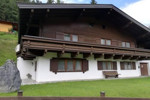Traumhaftes Wohnhaus mit unverbautem Bergblick und einen weiteren Bauplatz