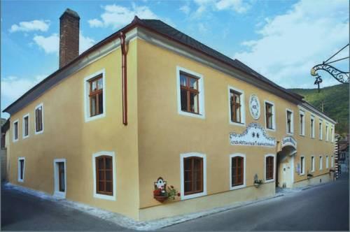 Fürstliches Anwesen vielfältig nutzbar als Hotel / Restaurant,  Klinik, Seniorenresidenz oder Privatdomizil mit 500 m² Baugrund (Kerngebiet)