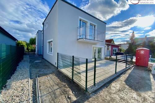 IN FERTIGSTELLUNG- NEUBAU- ERSTBEZUG- Verkehrsgünstige Lage- Doppelhaushälfte mit Eigengarten und Parkplätze!