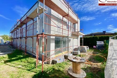 In Fertigstellung-Doppelhaushälfte mit Garten und Parkplätze!