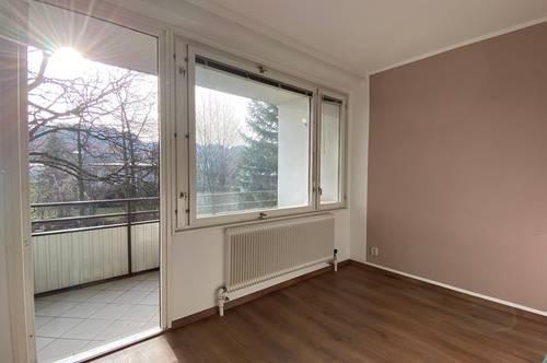 Wohnen im Grünen und schnell in der Stadt – helle  3-Zimmer Wohnung mit 2 Loggien und Kamin