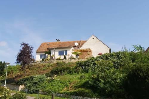 Jennersdorf: Sonnendurchflutetes Haus mit Fernblick