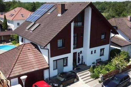 Einfamilienhaus in ruhiger Lage,    20 km von Linz,  5 km von Enns und    10 km von Perg