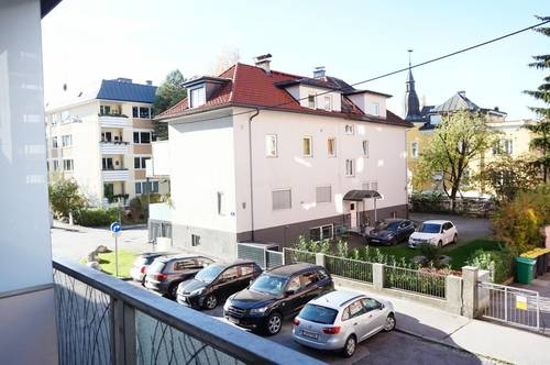 Barrierefreie 2-Zimmer-Wohnung mit Loggia: Moderne und freundliche, zentral begehbare Eigentumswohnung in Altstadtnähe