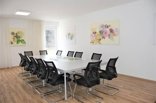 Modern, lichtdurchflutet, 2 Büros & großer Besprechungsraum
