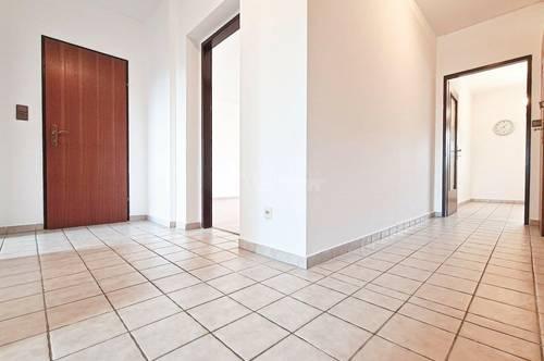 Bestpreis Wohnung mit Loggia und Autoabstellplatz!