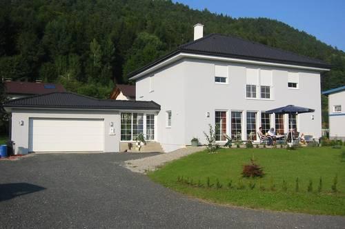 Reserviert Großes Einfamilienhaus - Ruheoase, freistehend, provisionsfrei  (EG: Vollausbau, OG: Ausbauvorbereitung)