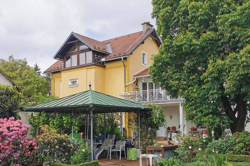 Charmante Stadtvilla mit bezauberndem Garten und eigenem Schwimmteich!