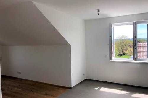 ERSTBEZUG! Attraktive Dachgeschoßwohnung in ruhiger Siedlungslage mit Seeblick