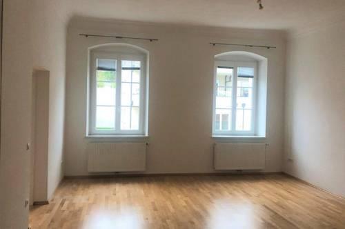 Stilvolles Wohnen mit hohen Räumen direkt im Zentrum!