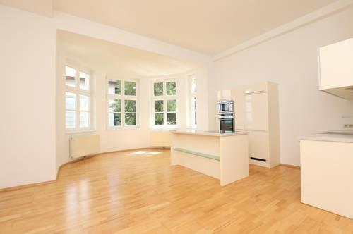 Wunderschöne Altbau Wohnung in Parkvilla - Provisionsfrei und renoviert