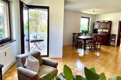 Provisionsfrei. Großzügige 4 Zimmer Familienwohnung mit Balkon + 2 Garagenstellplätzen in TOP Lage!