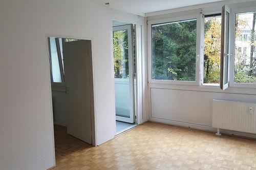 Salzburg-City: Helle , kleine 2-Zi.-Whg mit Loggia Nähe Finanzamt Aigen