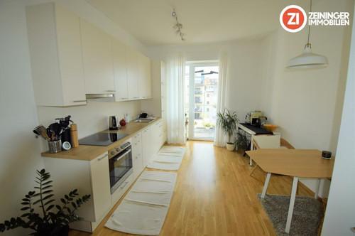 Wunderschöne 3 Zimmerwohnung mit Balkon hofseitig und Küche im Zentrum