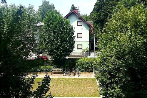WOHNEN IM GRÜNEN UND DOCH ZENTRAL: Sehr helle Garconniere in Waidmannsdorf, 9020 Klagenfurt, nahe Universität