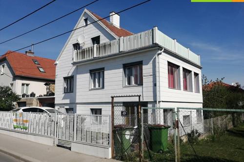 Voll Möbliertes Haus in Ruhelage! 6 Schlafzimmer 9 Betten! 2 Küchen! 300m² Garten plus Terrasse ! Garage!