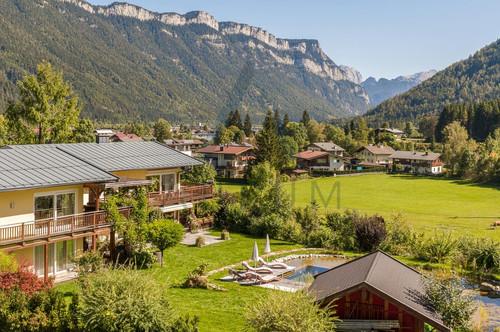 Apartmenthaus mit großem Garten und Schwimmteich