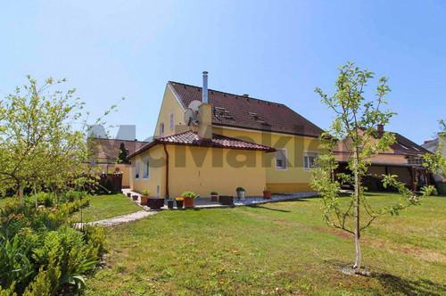Naturnahes Familienheim 12 min von Strasshof entfernt: Teilweise renoviertes EFH mit großem Garten
