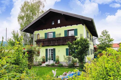 Familientraum nahe Salzburg: Sonniges Ein- bis Zweifamilienhaus mit attraktiven Außenbereichen