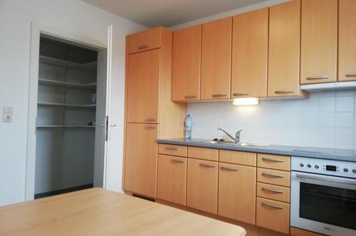 Hier ist Deine Zwei-Zimmerwohnung mit sonnigem Balkon + Garage