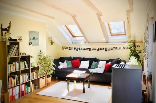 Rückzugsoase in sonniger Dachgeschoßwohnung mit Balkon