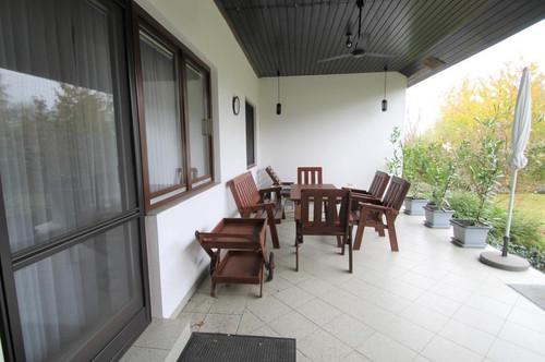 TOP ZUSTAND  Einfamilienhaus mit 4 Zimmer   Grundstücksgr. ca. 599m²  Terrasse ca. 30m²  Alarmanlage
