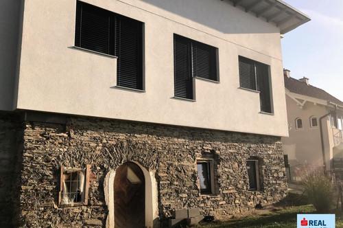 Modernes Haus auf historischem Fundament