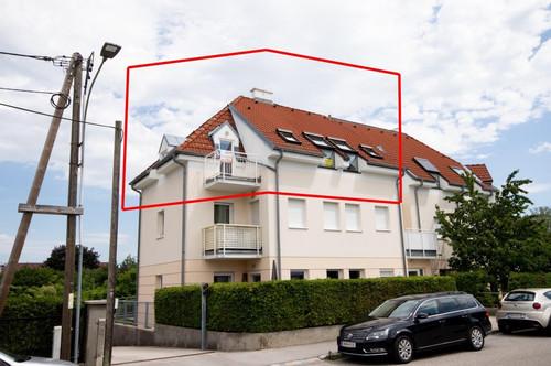 sehr großzügige DACHGESCHOSS - WOHNUNG mit neuer Küche + ZWEI Balkone