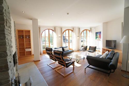 ELYSEE IMMOBILIEN - Exklusive und architektonisch reizvolle 3-Zimmer-Wohnung am Florysee