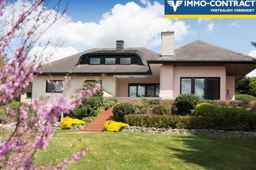 Seltenes großes Grundstück im Wienerwald mit moderner Villa und unverbaubarem Ausblick