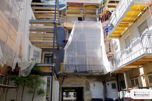 Nähe Naschmarkt - Exklusive Altbauwohnung mit Balkon in revitalisiertem Biedermeierhaus
