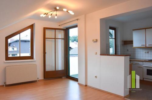 Grödig: 2 Zi. DG Wohnung mit Balkon und Carport-Stellplatz