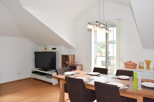 Traumhafte 2 Zimmer DG-Wohnung mit Balkon und PKW-Stellplatz