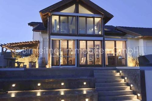 3878 - Außergewöhnliche Familienvilla mit Seepanorama